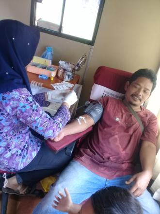 Donor Darah Di Kantor Desa Banyupoh